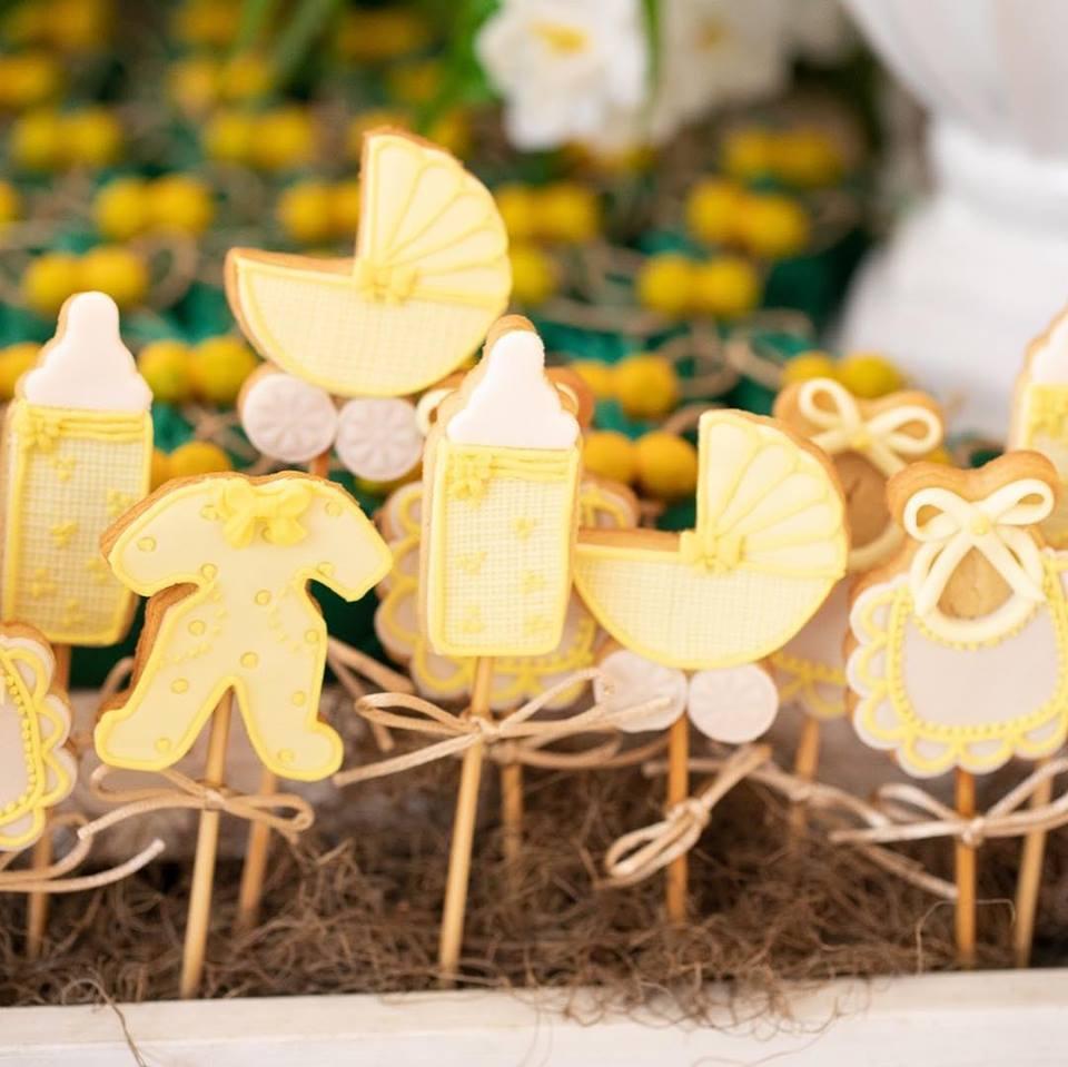 Chá de Bebê da Sabrina Sato – Biscoitos com decoração amarela, para combinar como tema de Limão Siciliano